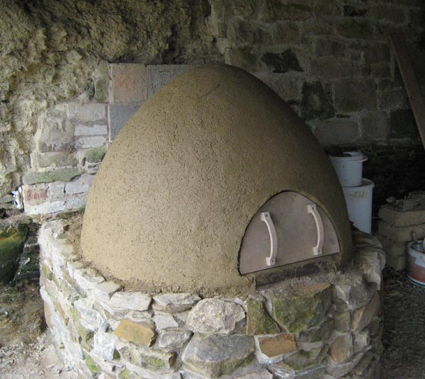 Completed cob oven at smallholder training courses at South Yeo Farm West, Devon